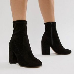 Forever 21 suede black zipper ankle booties